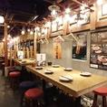 温かみのある色味で統一された店内は、安心できる空間を演出。宴会に最適です。最大60名様までOK。