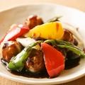 料理メニュー写真霧島豚で巻いたミニトマトの黒酢ソース