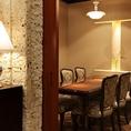 【小手毬-こでまり-】最大6名様までご利用頂ける、テーブル式個室。宴会・お食事会・接待・顔合わせなど様々なシーンでのご利用に最適です。事前の内覧もお気軽にお申し付けください。