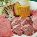 料理メニュー写真上和牛盛合わせ(上ロース・上カルビ・上ハラミ・焼野菜)
