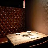 【事前予約必須】大人な雰囲気が出ているダークブラウンの完全個室です。デザイナーズ個室の別ヴァージョン♪御利用シーンに合わせて、お好きな空間で当店自慢の料理を御堪能下さい!個室は5種類と豊富にご用意しております★