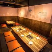 接待にもオススメ!!部屋が区切れる為4名/8名のお部屋にも出来ます♪人数の変更にも対応可能な席配置でゆったりと座れる広めの空間です。接待などで御使い頂き、落ち着いた空間の中で食事をご堪能下さい。