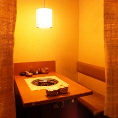 清潔感ある明るい雰囲気の店内♪半個室は周りを気にせずお楽しみ頂けます。