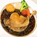料理メニュー写真鴨モモ肉のコンフィレンズ豆とマスタードのソース