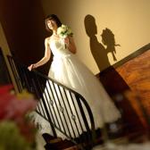 二階から入場できる1階のBarフロアです。階段から降りる主役に、ゲストも釘ずけです!