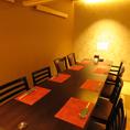 【個室テーブル席】2名から10名個室のテーブル席。こちらも自慢の完全個室。広めのテーブルと大きめの椅子のゆったりとした完全個室空間。時間を忘れるくらい居心地満点と評判です。#国分町#居酒屋#日本酒#肉#宮城のうまいもの#個室
