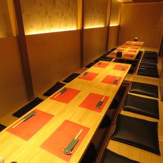【50名様までのご利用いただける掘りごたつ席】自慢の最大50名まで座れる完全個室 掘りごたつ席。パーティプランのお料理は一品一品銘々盛りでご提供。更に、すべてのコースでプレモル、宮城の厳選地酒10種類も飲み放題に!カクテル、サワー、ハイボールなどその他のドリンクも充実!。#国分町#居酒屋#日本酒#