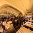 団体でのお食事にも対応可能なレストランフロア。フロアの半分使い、最大人数40名様までご着席いただけ、大人数様でのお食事・宴会におすすめです。ピザやパスタをはじめとする本格イタリアンを是非直輸入ワインとご一緒にお楽しみ下さい。※40名様に満たない場合、他の団体様も同フロアに着席されますのでご了承下さい。