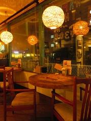 カップルにオススメの川沿い2人用テーブル☆