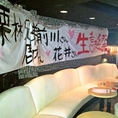 お誕生日パーティーでの1シーン☆壁も自由にポスターなど貼って頂いてOK♪盛大にお世話になった方をお祝い!