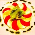 料理メニュー写真フルーツトマトとモッツァレラチーズのカプレーゼ