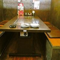 6名まで利用可能な半個室テーブル席でゆっくりお食事を