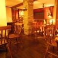 2階のテーブル席。人数に合わせてお席をご用意しております。最大20名様までの宴会やパーティーも可能!!