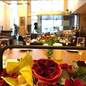 【女性・外国人ゲストに人気】ブルガリアデザインで統一されたエキゾチックな空間ブルガリアの象徴である薔薇や、ブルガリアの伝統工芸品・民族衣装などでデコレーションしたエキゾチックな非日常空間の店内は、女性や外国人のお客様に人気です。ディナーのみ席チャージ料としてお一人様300円を頂戴いたします。