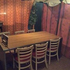テーブル席はつなげて様々な人数に対応可能^^