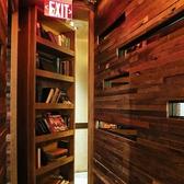 大人気の個室は本棚の隠し扉から入ります♪