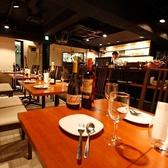 ゆったり座れるテーブル席は1番人気!カップルで、ご友人と、様々なシーンでお使いいただけます☆こだわりの料理や、お酒を存分に味わってください。