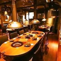 スタイリッシュなテーブル席【最大54名まで貸切も◎】