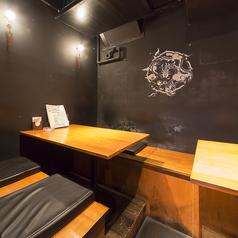 ≪4名テーブルございます≫店内奥に2名~4名掛けのテーブルご用意しております!少人数の飲み会に最適です!
