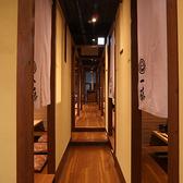 店内は<和>×<モダン>のシックなイメージ。大人のお忍びデートにもお勧め♪福岡名物もつ鍋を食べるなら是非、一藤にお越しください♪【個室】【飲み放題】あり。