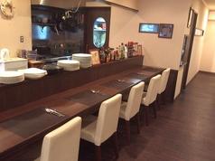 カウンター席は5席。お1人でもお気軽に、ゆっくりじっくりお食事をお楽しみいただけます。