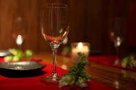間接照明が優しく灯る大人個室空間でゆったりと寛ぎ宴会