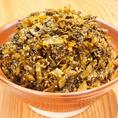 【高菜】福岡県みやま市瀬高町産、日本最高級の高菜を使用し、各店舗毎日仕込んでいます。らーめんやご飯と相性バツグンの高菜はお持ち帰り人気ナンバーワン。