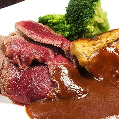 料理メニュー写真牛ヒレとフォアグラのステーキ