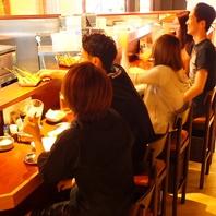 活気溢れる店内♪広々としたカウンター、テーブル席