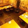テーブル×4つの空間は半個室感覚で使えます。