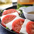 料理メニュー写真アボガドと生ハムのイタリアンサラダ/マグロとアボカドの美味しいサラダ