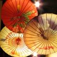 色とりどりの番傘から光がこぼれ、美しい画を作り出します