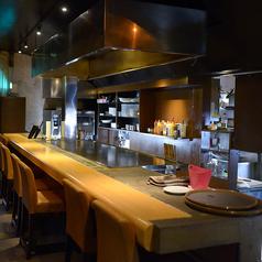 カップルにおすすめ☆カウンター席!オープンキッチンから繰り広げられる活気ある調理風景がお食事を彩る楽しいエッセンスになっています。