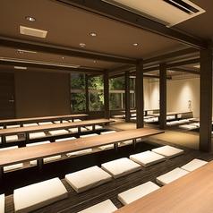 10名×8席の掘りごたつ個室。連結して最大80名までOK