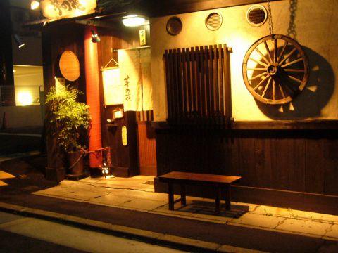 和モダンな大人の雰囲気で接待や記念日に神戸牛、創作鉄板焼き、粉もんまで楽しめる☆