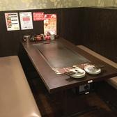 広々使える4名様用テーブル席。少人数の飲み会にお使いいただけます◎