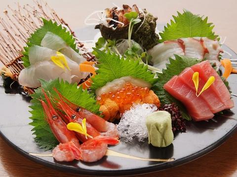 市場直送だからこその新鮮な魚貝類が堪能できます。