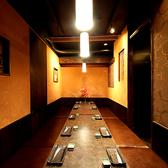 常に暖かな照明が包みこんでくれる広々個室空間に、落ち着いた雰囲気のお席も♪ゆったり掘りごたつ式個室もあります。女子会、合コン、誕生会、歓送迎会、各種宴会に最適!最大100名様まで対応♪貸切も最大140名様まで承れます。大人数でのご宴会もお気軽にご相談下さい。【地鶏専門居酒屋 善庵 梅田北新地店】