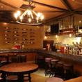 おしゃれで楽しいバルスペース。お食事もできます。海外の方にも人気でこちらでよく飲まれています♪カップルにも大人気!