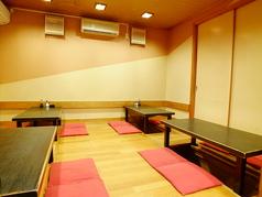 5名席×2。4名席×2。最大20名程入れる掘りごたつ式座敷の個室。襖を外せば隣の部屋と合わせて最大40名まで可能。