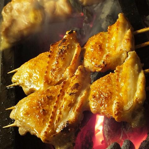 一番人気!県産銘柄鶏の手羽先は必見!噛んで驚きジューシーさに感動!