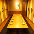 周りのお客様を気にせず、ゆったりとくつろげて、美味しいお食事も楽しめる、人気の掘りごたつ個室です。