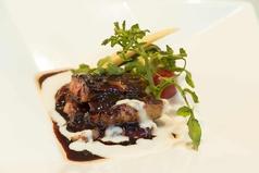 料理メニュー写真牛フィレ肉とサマートリュフのロッシーニ