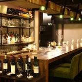 Libreのカウンターは、お1人でも、友達同士でも、恋人とでも楽しめる♪誰もが落ち着くようなゆるりとした空間をご用意しています。素敵な空間とお酒お料理でお待ちしています♪