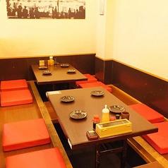 新世界に来たら、ぜひからさきへお越しください◎大阪名物の串カツ屋がひしめく新世界で3店舗もかまえているのが、人気の証拠です!店内にご用意しているテーブル席やカウンター席、座敷の掘りごたつ席をご用意致しております。ご予約はお気軽にどうぞ♪