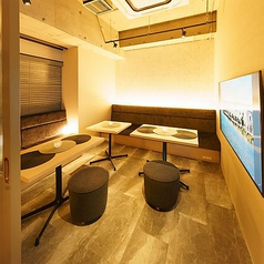 ラグジュアリーな雰囲気のVIP個室!10名前後でのご利用に最適!4000円以上のコースをご利用のお客様はチャージ料金無料となっております。