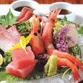 直送鮮魚の刺身盛り合わせは団体様でのご宴会にお勧めです。旬の味わいをお愉しみ下さい◎