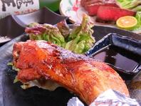 阿波尾鶏【骨付きもも一本焼き】950円