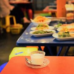 タイ本場の雰囲気を味わえるテーブル席!【宴会にも最適!】テーブルの席は、つなげてご利用いただけます!