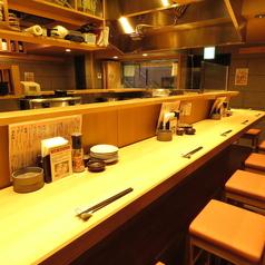 目の前で揚げたての天ぷらをいただくことが出来る当店おすすめのお席♪お1人様も大歓迎♪ちょっとした宴会にカウンターを使うのもおすすめ♪